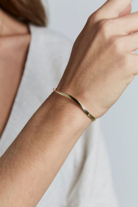 Rosefield Iggy Twisted Bangle in Gold